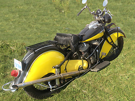 yellow and black 1940 Paris R rr